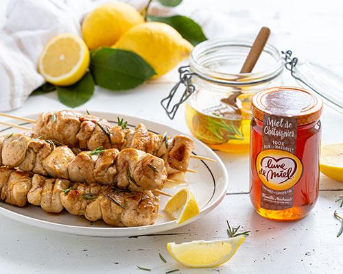 Brochettes de poulet marinées au miel de châtaignier Lune de Miel®